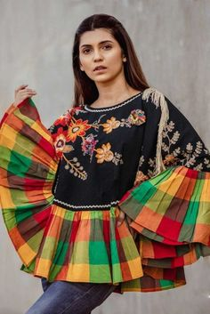 Indo Western Fashion Wear Poncho - Indische Mode Khadi Top - Bestickte Boho Gypsy Tunika - W Boho Gypsy, Bohemian, Khadi, Latest Kurti, Kurti Collection, Poncho Tops, Indian Ethnic Wear, Indian Designer Wear, Fashion Wear