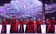 Les chants Xoan sont interprétés dans la province de Phú Thọ, au Viet Nam, les deux premiers mois du calendrier lunaire. Par tradition, les chanteurs des clubs de Xoan se produisaient dans des lieux sacrés comme les temples, les sanctuaires et les maisons communales lors des fêtes de printemps.