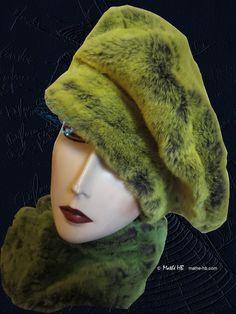 chapeau hiver sur commande vert flash et gris taupe fausse-fourrure luxe, béret hiver en ville, bonnet grand froid campagne neige montagne de la boutique MatheHBcouture sur Etsy
