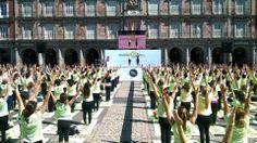 Hemos estado rodando y participando en el precioso evento de @Freeyoga Masterclass by Oysho con más de 2.000 personas en la Plaza Mayor de Madrid. Maravilloso. #yogaonline #yoga #rodaje