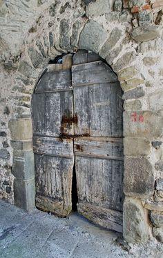 Door Entryway, Entrance Doors, Doorway, Entryway Ideas, Vintage Doors, Antique Doors, Knobs And Knockers, Door Knobs, Cool Doors