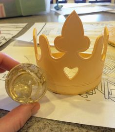 Sara Elizabeth - Custom Cakes & Gourmet Sweets: Princess Ombre Ruffle Cake: A Fondant Crown Tutorial and Template Fondant Crown, Crown Cake, Sophia The First Cupcakes, Tiara Cake, Fondant Figures Tutorial, Diy Cake Topper, Crown Template, Fondant Decorations, Ruffle Cake