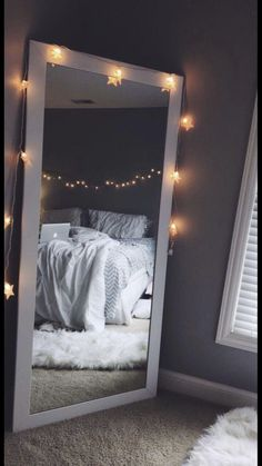 Tips for a Minimalist Bedroom Design Cute Room Decor, Teen Room Decor, Teen Room Colors, Black Room Decor, Dorm Room Themes, Cool Teen Bedrooms, Rooms For Teenage Girl, Vintage Teenage Bedroom, Cool Rooms For Teenagers