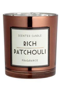 € 7.99 Bougie parfumée: Bougie parfumée dans un contenant en verre avec étiquette décorative. Diamètre 8 cm, hauteur 9 cm. Durée de combustion 30 heures. €7.99