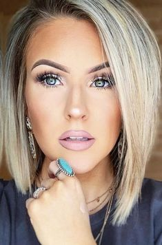 Square Face Hairstyles, Bob Hairstyles For Fine Hair, Layered Bob Hairstyles, Short Bob Haircuts, Modern Bob Hairstyles, Stacked Haircuts, Ponytail Hairstyles, Medium Hair Styles, Short Hair Styles