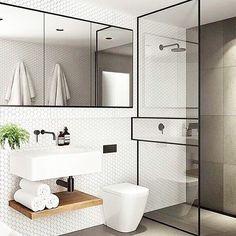 Solución para un baño #minimalista cuyo protagonista es el mosaico de pequeño formato hexagonal y la mampara de ducha con perfilería en negro, como el espejo. Do U like it? . #bathroomdesign #mosaico #decoration #instadecor #details #textures #mampara #baño #minimalismo #deco #interiorismo