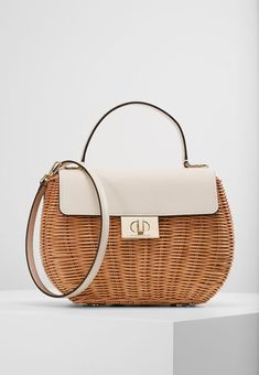 On 41 2018 Pinterest Backpack Shoes Best In Bags Images And Purse trwPYarq