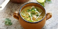 Boodschappen - Laksa met kip Asian Dinner Recipes, Asian Recipes, Ethnic Recipes, Curry Laksa, Malaysian Food, Soup And Salad, Tasty Dishes, Soups And Stews, Soup Recipes