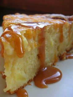 Extra-Moelleux Applesauce and Caramel cake with fleur de sel Source by Sweet Recipes, Cake Recipes, Dessert Recipes, Desserts With Biscuits, Delicious Desserts, Yummy Food, Cake Ingredients, Flan, Yummy Cakes