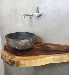 Ob Treibholz, rustikales Altholz oder lebhafte Waschtische aus Massivholz mit Ba… Driftwood, rustic old wood or lively solid wood washbasins with a tree edge. Here you can order your washbasin vanity top to size. Rustic Bathrooms, Small Bathroom, Natural Bathroom, Bathroom Taps, Basement Bathroom, Design Tisch, Downstairs Toilet, Old Wood, Rustic Wood