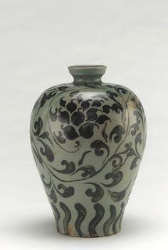 Vase  first half of 12th century    Unidentified, Korean   Goryeo period     Stoneware with black slip under celadon glaze  H: 22.0 W: 15.5 cm   Korea