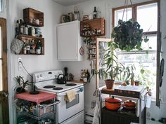 Is i need a gas stove studio apartment kitchen, dream apartment, first apar Boho Kitchen, Kitchen Decor, Kitchen Ideas, Kitchen Stove, Kitchen Corner, Furniture For Small Spaces, Beautiful Kitchens, Apartment Living, Dream Apartment