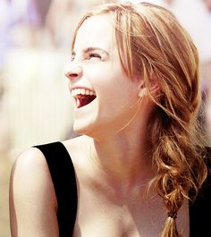 Emma laughing is just . . . Beautiful ^^