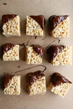 Peanut Butter Rice Krispie Treats with Chocolate! These are so easy to make! Mix it up by adding peanut butter and dipping into chocolate. Oreo Rice Krispie Treats, Chocolate Rice Krispies, Peanut Butter Rice Krispies, Rice Krispy Treats Recipe, Cereal Treats, Chocolate Peanut Butter Cookies, Reeses Peanut Butter, Easy Candy Recipes, Cups