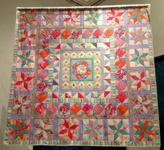Imari Plate quilt by Kaffe Fassett, June 2013 exhibit at the Welsh Quilt Centre.  Photo by Heike Gittins at made with loops (North Wales)