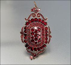 ~Antique Bohemian garnet Victorian brooch/ pendant locket, c. 1860s~