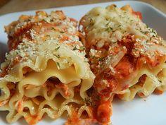 Chicken parmesan lasagna rolls