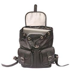Das Besondere an diesem großen Rucksack aus hochwertigem geöltem Leder ist das herausnehmbare Innenfach. Es wird mittels Klettband am Boden des Rucksacks befestigt und bietet einem Laptop guten Schutz. Durch die gepolsterte Rückwand trägt sich der Rucksack auch bei sperrigem Inhalt angenehm. Hamosons – Laptop Rucksack bis 15,6 Zoll, aus Nappa-Leder, Schwarz, Modell 560, 139,00 €