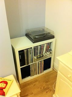 Hi-Fi Unit via Ikea Hackers...been looking for the right piece of furniture to functionally display everything.