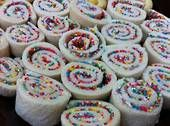 Roll up fairy bread-perfect for a picnic!Kids birthday party food ideas - recipes for kids birthday parties