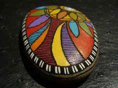 222, Galet aux crayons de couleur et acrylique dans des tons vifs et multicolores : Peintures par vague-a-l-art