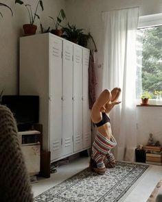 "Tessa Chiara on Instagram: ""Quiet the mind and the soul will speak."" Yoga Meditation, Yoga Flow, Yoga Inspiration, Fitness Inspiration, Yoga Pictures, Outdoor Yoga, Yoga Photography, Yoga Routine, Asana"