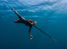 80 Year Old Sea Gypsy Spear Fisherman ~ a spear fisherman since WWII, and still today at around 80 years old. He is able to hold his breath for 2 minutes while chasing fish with no fins. Smithsonian Photo Contest, National Geographic Photo Contest, Concours Photo, Fishing Photography, Life Aquatic, Photography Contests, Human Emotions, Under The Sea, Snorkeling