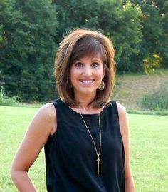 15  Short Hair Cuts for Women Over 40   http://www.short-haircut.com/15-short-hair-cuts-for-women-over-40.html