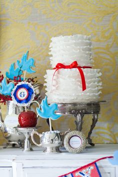 snow-white-princess-party-girl-birthday-red-blue-apple-ideas-cake-decorations