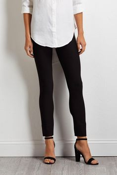solid compression leggingsCrafted from a comfortable stretch knit, these leggings offer a flattering and shapely fit. Outfit Work, Work Attire, Work Outfits, Fall Outfits, Casual Outfits, Cute Outfits, Classy Fashion, Fashion Beauty, Work Clothes