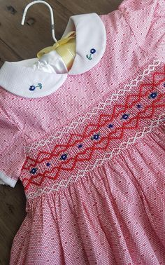 Vintage Baby Dresses, Girls Smocked Dresses, Smock Dress, Baby Sewing, Dress Patterns, Smocking, Free Pattern, Cotton Fabric, Kids Outfits