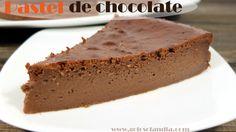 Como hacer pastel de queso y chocolate fácil. Deliciosa tarta casera muy sencilla de preparar gracias a nuestra receta detallada y el vídeo explicativo.