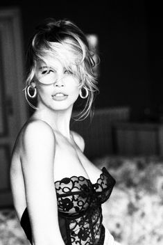 Claudia Schiffer has barely aged a day as she poses for Guess 23 years after she first modelled for brand. Photo by Ellen von Unwerth. Ellen Von Unwerth, Claudia Schiffer, White Photography, Fashion Photography, Photography Women, Portrait Photography, Modelos Guess, Guess Campaigns, Ad Campaigns