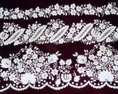 """Refajo Labor, tela lana en tono granate oscuro y bordado blanco, el dibujo es característico: ramajes de flores y cenefas con el característico """"gusano de seda""""."""