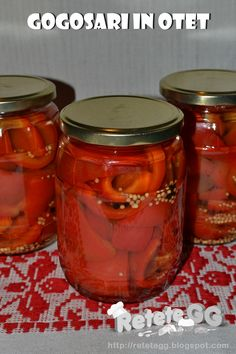 Retete gustoase si garnisite: Gogosari in otet (cu zahar) Canning Pickles, Pickels, Romanian Food, Canning Recipes, Kitchen Hacks, Preserves, Celery, Mason Jars, Food And Drink