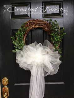 Grapevine Wedding Wreath with Tulle and Boxwood #wedding #wreath #boxwood #tulle