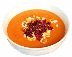Le Salmorejo Cordobes est un soupe de tomate typique de la ville de #Cordoue.  Sa composition : - Soupe de tomate,  - Fines tranches de jambon de Serrano,  - Mie de pain  - Oeufs durs