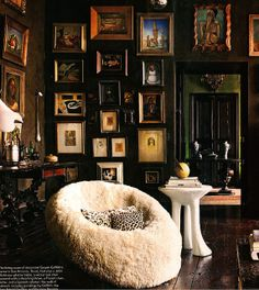 via Gwynn Griffith Elle Decor.fabulous gallery walls paired with my favorite John Dickinson table.so chic! Style At Home, Interior Inspiration, Design Inspiration, Interior And Exterior, Interior Design, Deco Boheme, Dark Walls, Brown Walls, Cozy Corner