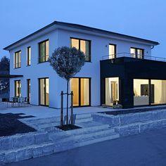 Stadtvilla Mannheim - Fertighaus Keitel - New Ideas Mansion Homes, Dream Mansion, Prefabricated Houses, Prefab Homes, Keitel Haus, Design Exterior, Modern Mansion, Dream House Exterior, Pool Houses