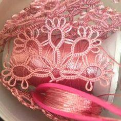 50den Fazla En Yeni Mekik Oyası Modelleri 2017 - #2017 #50den #En #Fazla #Mekik #Modelleri #Oyası #Yeni Needle Tatting, Tatting Lace, Tatting Patterns Free, Baby Applique, Tatting Tutorial, Tambour Embroidery, Tatting Jewelry, Bobbin Lace, Beautiful Crochet