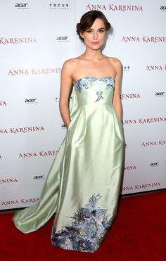 Keira Knightley, en un look de Erdem primavera 2013, en la premiere de Anna Karenina el 14 de noviembre de 2012 en Hollywood, California.