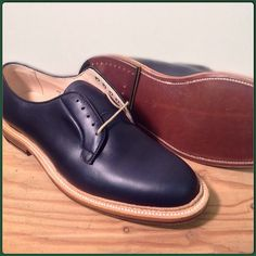@bortalizer guessed Tuesday's #Alden #tsmspecialedition ! @rfhagy was close, but this is the Alden Men's Plain Toe Blucher in Navy Chrome Excel Style #94709 shown in size 9.5 D Double oak bend leather soles and dovetail heels. #aldenarmy #greenbox #greenandgold #aldennewengland #theshoemart #specialedition #specialeditionshoes