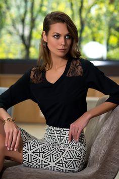PrettyMark Ofis koleksiyonunun en göz alıcı parçalarından Siyah Dantel İşlemeli Bluz, siyah beyaz mini etek kombiniyle akılları baştan alacak! #prettymark #bluz #etek #kombin #enhesapli   http://prettymark.com/