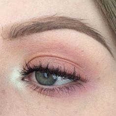 pink eye makeup #makeup #makeupideas #makeupinspo #eyemakeup #gorgeous #gorgeouswomen #model #EyeMakeupChristmas