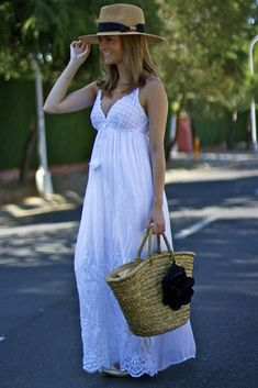 Summer is here 😉 🙂 ; and today I show you a perfect look. Summer School Outfits, Casual Summer Outfits, Classy Outfits, Boho Outfits, Dress Outfits, Fashion Outfits, White Maxi Dresses, Casual Dresses, White Dress