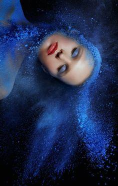 Blue like a blues. Color Photography, Portrait Photography, Shades Of Blue, Red And Blue, Holi Powder, Bleu Indigo, Blue Back, Mode Editorials, Creative Portraits