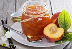 You'll impress yourself after you've made this juicy and rich peach delight! This super easy recipe is good for a few jars of marmalade, making it the perfect summertime hostess gift! Nectarine Jam, Peach Delight, Low Carb Recipes, Cooking Recipes, Marmalade Recipe, Perfect Peach, Fruit Juice, Vegan Gluten Free, Sweet Recipes