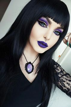 Love her pendant & her makeup
