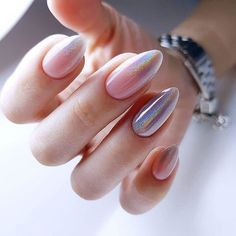 Semi-permanent varnish, false nails, patches: which manicure to choose? - My Nails Cute Acrylic Nails, Cute Nails, Milky Nails, Oval Nails, Dream Nails, Holographic Nails, Nagel Gel, Design Set, Almond Nails