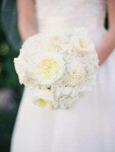 pure white bouquet   photo by Joelle Photography